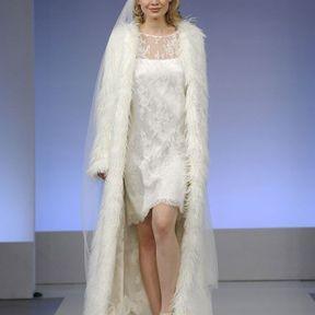 Robe de mariée courte en dentelle 2013 © Cymbeline