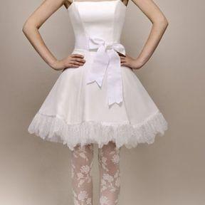 Robe de mariée courte en dentelle 2013 © Max Chaoul