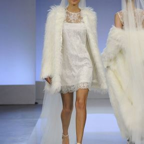 Robe de mariée courte en dentelle A/H 2013 © Cymbeline
