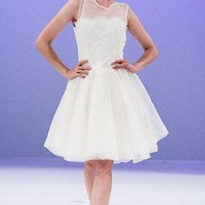 Robe de mariée courte en mousseline 2012  © Salon du mariage au Carroussel