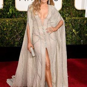 Le cas des seins de Jennifer Lopez