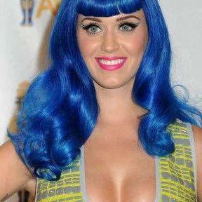 Le cas des seins de Katy Perry