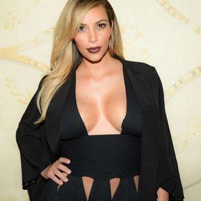 Le cas des seins de Kim Kardashian
