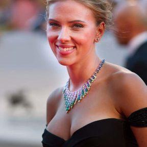 Le cas des seins de Scarlett Johansson