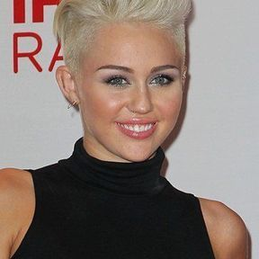 Le blond platine : Miley Cyrus joue les Marylin