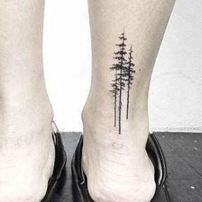 Tatouage arbres sur la cheville