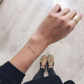 Idée de tatouage discret sur le poignet