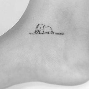 Tatouage éléphant cheville