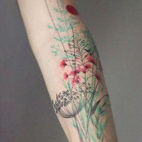 Tatouage tout du long de l'intérieur du bras