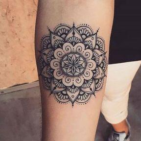 Mandala sur l'avant-bras