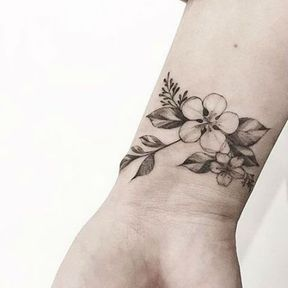 Tatouage bracelet de fleurs