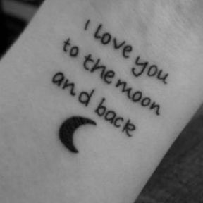 Tatouage d'amoureux sur le poignet