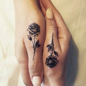 Le matching tattoo romantique