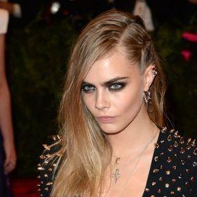 Le side hair avec une tresse de Cara Delevingne