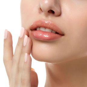 Lèvres teintées de rose