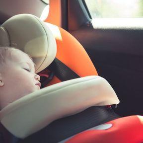 Laisser bébé dans la voiture