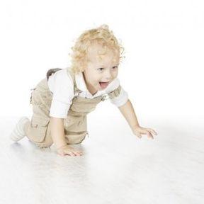 Et si bébé ne marche pas à quatre pattes ?