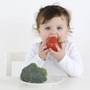 Laissez-les toucher les aliments