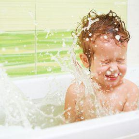Se faire éclabousser dans le bain