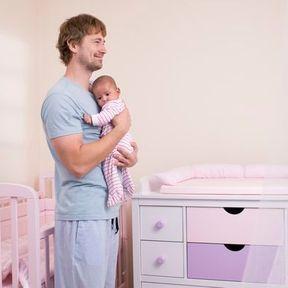 Tenir bébé à la verticale après le biberon