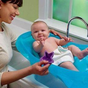 La baignoire de bébé et support de baignoire