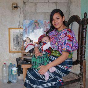 Alejandra (20 ans et demi) et sa fille (9 mois), Guatemala