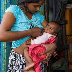 Manimila (20 ans) et sa fille (3 mois), Nuwara  Eliya, Sri Lanka