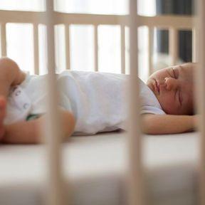 Faire silence quand bébé dort