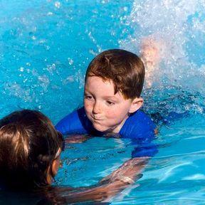 Lui apprendre à nager