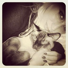 Kesha et son chat