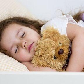Dormir avec un doudou