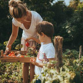 Encouragez votre enfant à jouer dehors