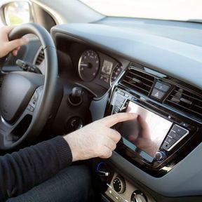 Regarder un écran non destiné à l'aide à la conduite