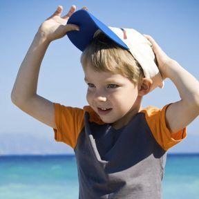 Il refuse de mettre sa casquette au soleil