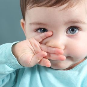 Le regard intense de l'enfant surdoué