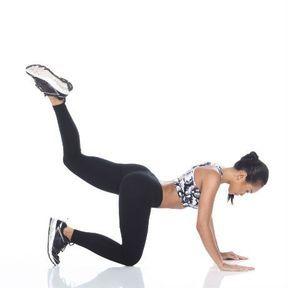 Exercice de jambes, à quatre pattes