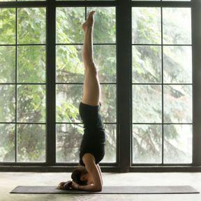 Les postures inversées au yoga
