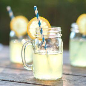 Boire du jus de citron