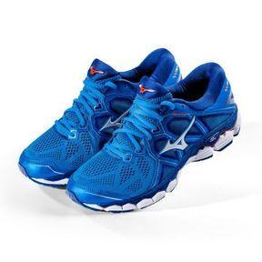 Une paire de chaussures running