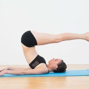 La posture de la Demi-Chandelle ou Viparita Karani