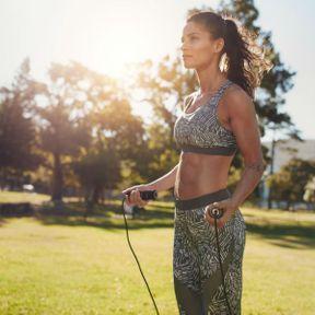 Opter pour un accessoire sportif efficace : corde à sauter