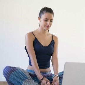 Les cours de yoga en ligne pour jouer les yogis à la maison
