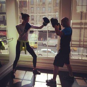 Karlie Kloss en session boxe