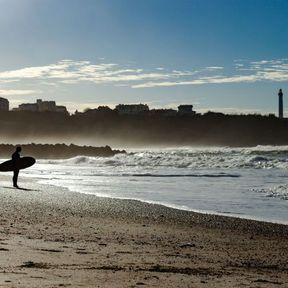 Une session surf sur la Côte des Basques à Biarritz