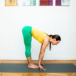 La posture de la demi-flexion avant debout (ou Ardha Uttanasana)