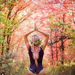 Yoga dans la forêt
