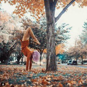 Yoga dans un parc