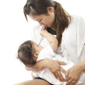 La composition du lait maternel évolue avec la croissance de bébé