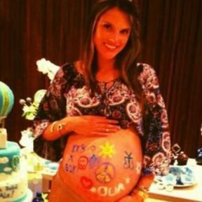 Le belly painting d'Alessandra Ambrosio