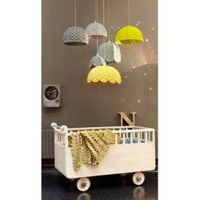 La chambre de bébé avec lit roulant